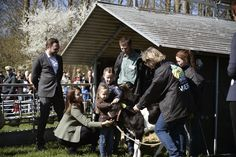 Queens & Princesses - Princess Mary, Isabella, Vincent and Josephine attended the day of the ecology in which they visited a farm.