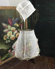 #아뜰리에화양연화 #에이프런#보넷#엔틱레이스#프랑스거즈린넨#화양연화 #주보은작가 기억도 가물가물한 영화속으로... 내용보다 배우들 입고 나왔던 에이프런들에 퐁당 빠지게 했던 기억을 더듬어... Ballet Skirt, Skirts, Fashion, Moda, Tutu, Fashion Styles, Skirt, Fashion Illustrations