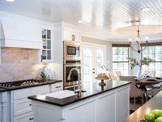 BP_HFXUP204H_Holt_kitchen_AFTER_kitchen-island_467509-1039369.jpg.rend.hgtvcom.1280.960