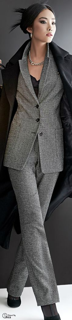 Farb-und Stilberatung mit www.farben-reich.com - Classic grey tweed suit…