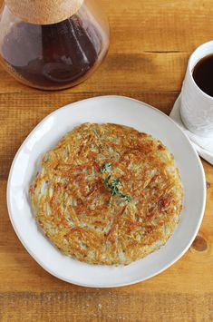 Crispy Homemade Hashbrowns from Russet Potatoes // A Beautiful Mess ... 8/10/14 easy, cheap & better than frozen.