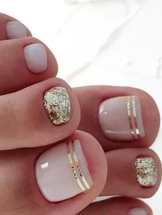 Beach Toe Nails, Gold Toe Nails, Pretty Toe Nails, Cute Toe Nails, Summer Toe Nails, Winter Nails, Diy Nails, Pretty Toes, Gold Nail