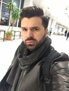 Cine se trezește de dimineata, departe ajunge 😜#me #doctor #bucharest #airport #holidayfun #doctorlazarescu