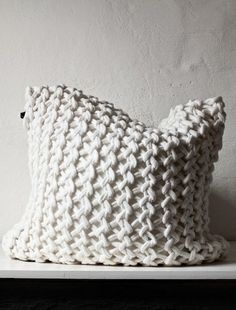 Chunky crocheted pillow- I need to find a pattern for this!!!