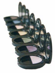 Ombres à paupières, Dr.Hauschka - Cosmétique bio - Les ombres à paupières Dr.Hauschka sont de petits boîtiers miroirs monocouleurs, tout en demi-teintes, pour habiller le regard de douceur et en discrétion. Une formule à base de soie et de pétales de rose...