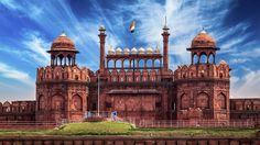 Красный Форт (Лал Кила) - крупнейший памятник Старого Дели с красными, как кровь, бастионами и выпуклыми башнями, выдержавшими капризы природы и времени