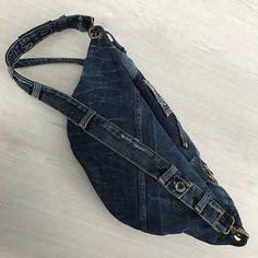 Umfunktionierten GSTAR RAW Denim-Crossbody-Tasche mit einem Hauptfach und eine große Fronttasche beschädigte Teile sind absichtlich so belassen. Mit schwarzem Baumwollstoff gefüttert Ich bin nicht gut in Blödsinn, Sie wissen, dass jetzt. Stellen Sie sich vor der Bestellung können Sie