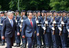 مراسم استقبال الرئيس الألماني للسيسي.. وحديث ضاحك بينهما