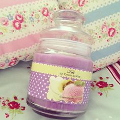Candle must smell amazing!