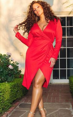 The Red Drape Pleated Detail Midi Dress. Head online and shop this season's range of dresses at PrettyLittleThing. Big Girl Fashion, Curvy Fashion, Plus Size Fashion, Petite Fashion, Fashion Top, Fashion 2018, Cheap Fashion, Fashion Clothes, Fall Fashion