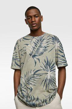 CAMISETA ESTAMPADO TROPICAL - BAÑO-HOMBRE | ZARA España Zara Man Shirts, Online Zara, Mens Trends, Cool Tees, Manga, Printed Shirts, Colorful Shirts, Casual Shirts, Tropical Prints