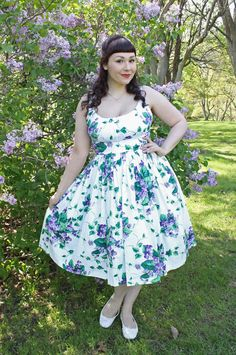 The Soubrette Brunette: Lilacs and Violets Rockabilly Clothing, Rockabilly Outfits, Curvy Fashion, Plus Size Fashion, Fashion Beauty, Vintage Style, Retro Vintage, Vintage Fashion, Plus Size Skirts