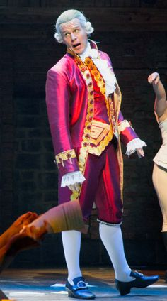 Hamilton: Jonathan Groff as King George in Act II<--- I always see this picture and the hand holding the paper and think that Groffsauce is kicked his leg to the side and I'm always tremendously disappointed when I realize he's not. Hamilton Broadway, Hamilton Musical, Broadway Theatre, Musical Theatre, Musicals Broadway, Hamilton Lin Manuel Miranda, The Rocky Horror Picture Show, Theatre Nerds, Dear Evan Hansen