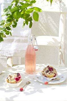 A sweet breakfast treat staring my all-time favourite fruit: Raspberry Muffins.