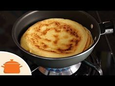 (25) Pão de Queijo de Frigideira com Tapioca - YouTube Cornbread, Breakfast Recipes, Food And Drink, Veggies, Gluten Free, Pudding, Baking, Cake, Ethnic Recipes