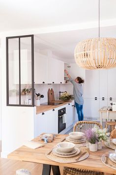 Nordic home in Madrid - Home Design & Interior Ideas New Kitchen, Kitchen Dining, Kitchen Decor, Kitchen Ideas, Stylish Kitchen, Kitchen Small, Dining Area, Ikea Dining, Boho Kitchen