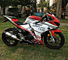 La imagen puede contener: moto y exterior Yamaha R25, Ducati, Moto Ninja, Moto Car, Motorcycle Dirt Bike, Motosport, Super Bikes, Star Wars, Bike Life