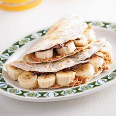 Tortillas bananes, choco et beurre d'arachide - Brunchs - Recettes 5-15 - Recettes express 5/15 - Pratico Pratique Tortillas, Tarte Caramel, Brunch, Fajitas, Enchiladas, Smoothies, Sandwiches, Tacos, Breakfast