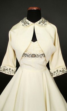 This party dress features a sweetheart neckline that is gathered and framed with lovely rhinestones and pearl beading. 50 Fashion, Fashion History, Retro Fashion, Fashion Dresses, Vintage Fashion, Vintage Wear, Vintage Looks, Vintage Dresses, Vintage Outfits