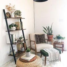 Bedroom Reading Nooks, Corner Reading Nooks, Cozy Reading Corners, Bedroom Corner, Bedroom Nook, Cozy Corner, Meditation Corner, Salons Cosy, Budget Home Decorating