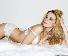 Amber Heard is like the most gorgeous woman ever