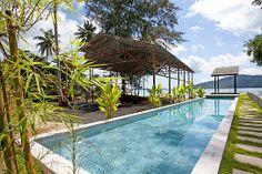 Аренда вилл и апартаментов от Палладиум: Вилла на Пхукете, в нескольких шагах от Chalong beach.  Просторная современная двухэтажная вилла в роскошном стиле, оборудованная всем необходимым для комфортного отдыха семьи или компании до 4 человек, с потрясающим видом на море и тихий пляж всего в 30 м. от дома. 2 спальни, 3 ванных комнаты, личный бассейн, WiFi, интернет, рестораны и кафе, развлечения - 500 м. Стоимость в это время сезона от 398 USD в сутки. http://www.palladium.travel/estate