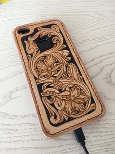 Leather Carving, Leather Art, Tooled Leather, Leather Tooling Patterns, Leather Pattern, Iphone Leather Case, Leather Wallet, Leather Bags Handmade, Leather Projects