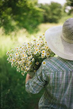 Woman holding camomile bouquet ~~ by Pixel Stories