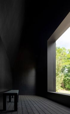 A Striking Enclave Of Black-Wood Cabins In Upstate New York - IGNANT Green Architecture, Sustainable Architecture, Architecture Details, Black Building, Journal Du Design, Upstate New York, Chapelle, Cabins In The Woods, Hudson Valley