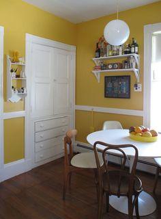 Yellow Kitchen Design Ideas, Pictures, Remodel and Decor Yellow Kitchen Walls, Kitchen Paint Colors, Yellow Walls, Yellow Kitchens, White Walls, Interior Design Blogs, Room Interior, Green Kitchen Designs, Kitchen Ideas