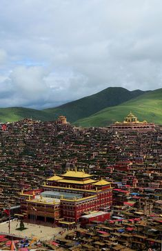 What a gorgeous view - Sertar Larung Gar Buddhist Institute - Sichuan, China