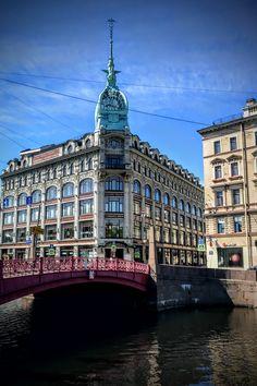 Read about the Art Nouveau Department Stores that are free to visit in St. Petersburg! Art Nouveau, Department Store, Big Ben, Tours, Building, Travel, Free, Saints, Trendy Tree