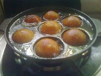 This is a food frequently seen in kerala..it is a sweet food http://c4cooker.blogspot.in