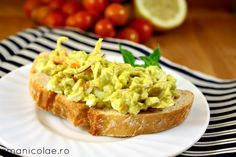 Daca cautati o idee pentru un mic dejun sanatos si satios, plin de grasimi bune, aceasta salata rapida de avocado este solutia perfecta. Avocado Toast, Guacamole, Baked Potato, Food And Drink, Mexican, Potatoes, Vegetarian, Yummy Food, Healthy Recipes