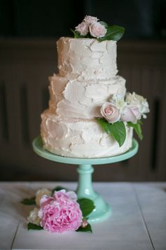 pretty, home-made wedding cake |  Photography by erinjeanphoto.com |   Read more - http://www.stylemepretty.com/2013/08/06/milwaukee-wedding-from-erin-jean-photography/