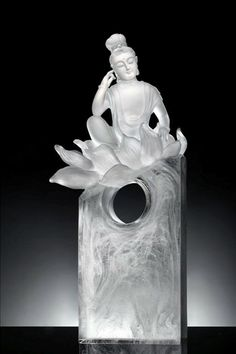 Liuliugongfang's collection of crystal glass art sculpturesMetta Love and Compassion, draws from ancient Buddhist concepts and classical Chinese culture..