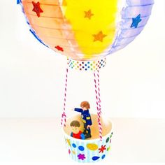 DIY hot air balloon... beautiful & creative crafting fun! These make great gifts & decorations too. We used leftover birthday party supplies full instructions link in bio & below created with love by our awesome contributor Rossa and her boys from @curiouslittlepeople  #kidscrafts #kidsactivities #childhoodunplugged #imagination #blogger #kids #holidays #familyfun #familyfirst #toddlerlife #diy #reuse