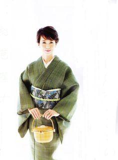 Traditional Japanese Kimono, Japanese Modern, Japanese Geisha, Japanese Beauty, Japanese Culture, Japanese Lady, Yukata Kimono, Kimono Fabric, Modern Kimono