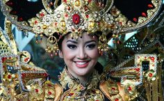 Jember Fashion Carnaval 2016 Carnival, Crown, Costumes, Jewelry, Fashion, Jewellery Making, Moda, Dress Up Clothes, Carnivals
