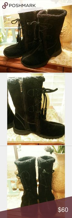 """Land's End Suede Shearling Lined Snow Boots NWOT Very warm! Excellent quality.  Black suede all weather snow boots by Land's End.  Fleece shearling fully lined.  Lace up suede tassels in front.  Inside zipper. 10"""" high. Like new condition. Size 8B.  Smoke free home. Thank you. Lands' End Shoes Winter & Rain Boots"""