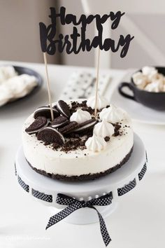 Dessert Drinks, Desserts, Black White Parties, Oreo, Cute Food, Baby Food Recipes, Food Inspiration, Cheesecake, Food And Drink