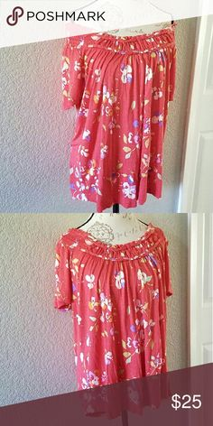 🎉HOST PICK! 🎉 Merona floral top Merona floral top (plus size) like new. Wear on or off the shoulder.   Measurements  Bust: 37 inches Length: 27 inches Merona Tops Blouses