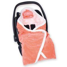 La couverture nomade Biside Milky juicy en softy de la marque Bemini permettra de garder bébé au chaud pendant ses promenades.
