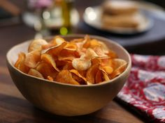 Homemade Barbecue Potato Chips Recipe (deep fried) from Valerie Bertinelli Food Network Valerie Bertinelli, Potato Chips Homemade, Home Made Potato Chips, Chip Seasoning, Bbq Seasoning, Barbecue Chips, Food Network Recipes, Cooking Recipes, Cooking Food