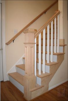 New basement stairs remodel newel posts ideas Basement Stairs, House Stairs, Railing Design, Staircase Design, Banister Remodel, Wainscoting Styles, Painted Wainscoting, Dining Room Wainscoting, Houses
