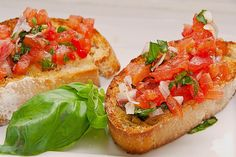 Bruschetta mit Tomaten und Knoblauch, ein beliebtes Rezept aus der Kategorie Kal… Bruschetta with tomatoes and garlic, a popular recipe from the cold category. Ratings: Average: Ø Food To Go, Food And Drink, Mozarella, Brunch Buffet, Brunch Party, Easy Diets, Party Snacks, Food Design, Finger Foods