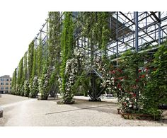 http://cms.esi.info/Media/productImages/MMA_Architectural_Systems_Green_Facades_10.jpg
