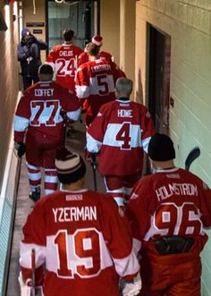 Hate the Wings, but wow I admire all the hall of gamers in this pic! Detroit Hockey, Detroit Sports, Hockey Mom, Hockey Games, Detroit Lions, Hockey Players, Sports Teams, Hockey Boards, Red Wings Hockey