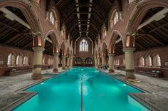 O milagre da transformação de uma igreja em piscina e ginásio