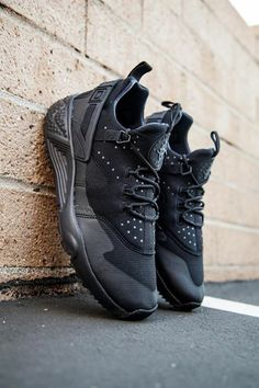 Nike Air Huarache Utility: Black